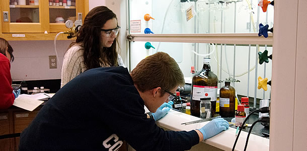 Student workers do chemistry experiments for research