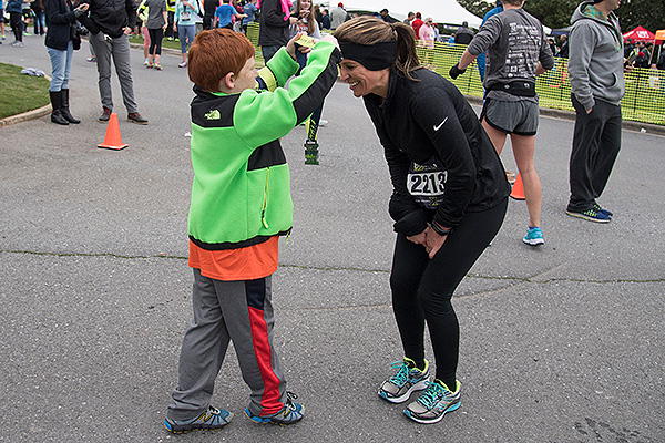 11 - Little boy putting a medal around a runner's neck