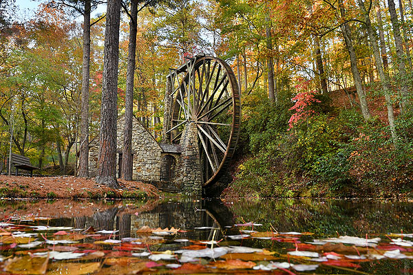 07 - Fall color at water wheel